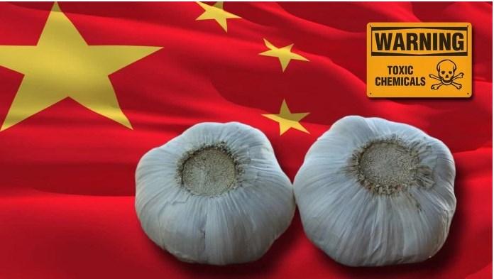 чеснок на фоне китайского флага